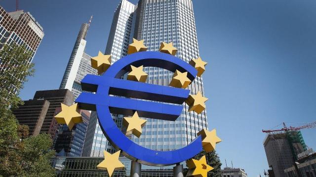 Embedded thumbnail for Curs: Uniunea Economică și Monetară: incălzire centrală pentru economia Europei?